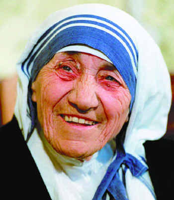 Lovely Pictures on Thousands Shower Mother Teresa With Love On Centenary