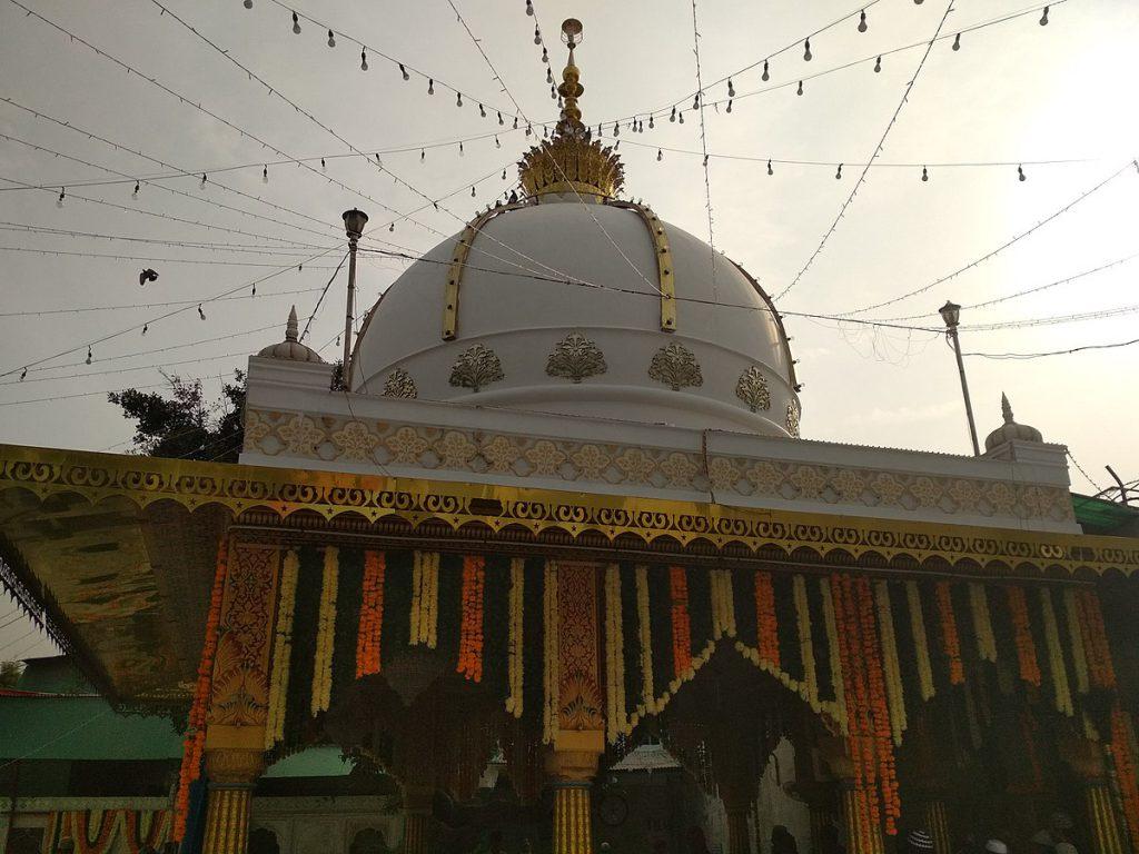 Qutbuddin Bakhtiyar Kaki Dargah in Mehrauli