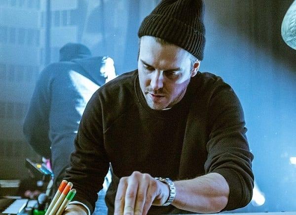 French DJ Feder. recereayes A R Rahman's Ae Ajnabi.