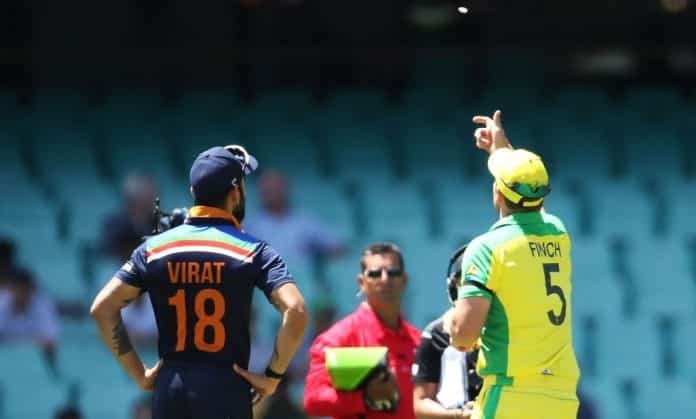Toss between captains on 1st ODI between australia and india