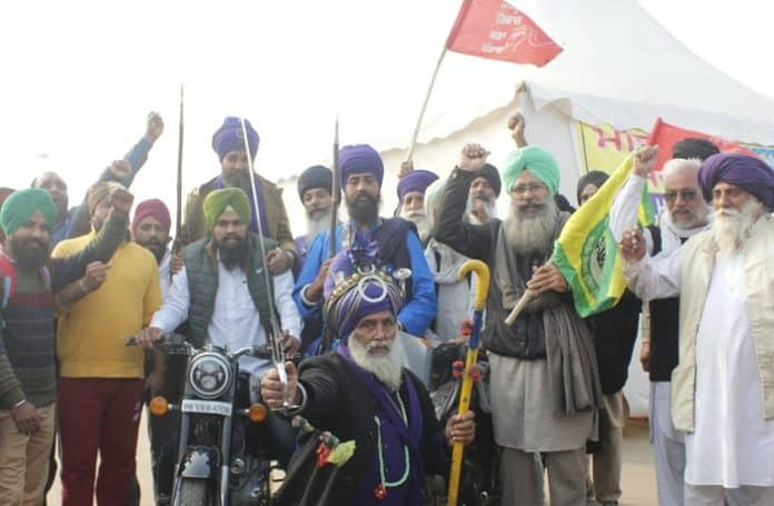 punjab and haryana farmers with family during protests