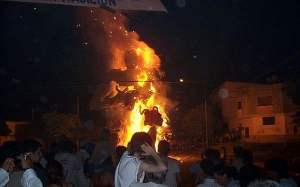 munecos burnt in la plata, argentina