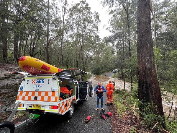 NSW SES carrying out a resupply job at Werombi.