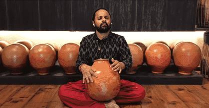 Giridhar Udupa performing open clusters