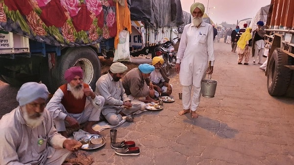 Striking farmers have been supplying food to hospitals and other people in need during the COVID-19 emergency in India.