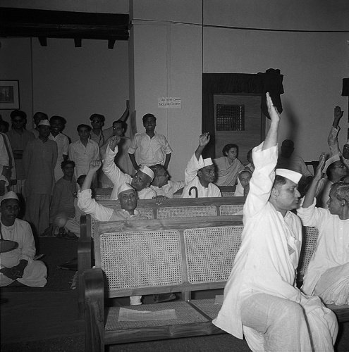 (1947) Congress Delegates Voting For Partition of India.