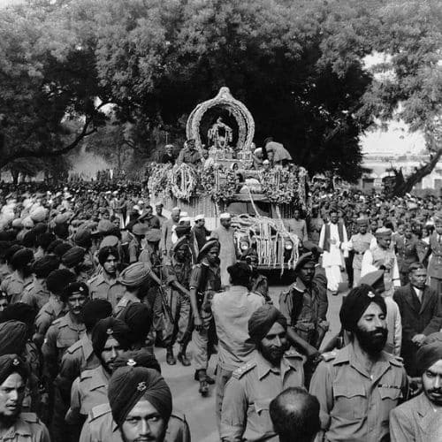 Gandhi's ashes carried in a procession through Allahabad, February 1948 - photographed by Homai Vyarawalla