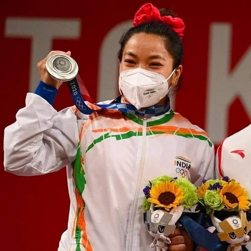 Weightlifet Mirabai Chanu with her silver medal at the Tokyo Olympics