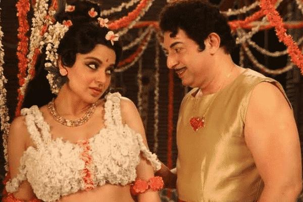 Kangana Ranaut and Arvind Swamy imitating Jaya and MGR. Source: Twitter